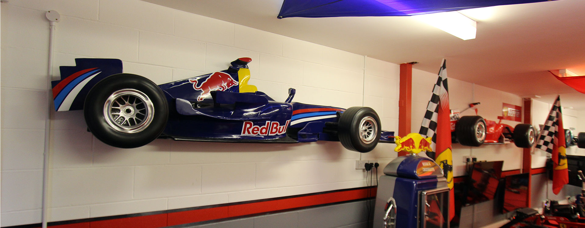 THE RACE CAVE - Simulator Racing Center - Pontypridd